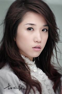 手胡杨林演唱的歌曲《香水有毒》,内容讲述的是都市男女的情感故